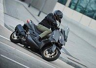 2021-Yamaha-XMAX300ASP-EU-Tech-Kamo-Action-003-03