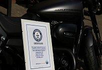 H-D-Guinness-rekord-Street-Rod-s-cerfitikatem