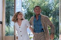 James-Bond-Neni-cas-zemrit-foto-z-filmu