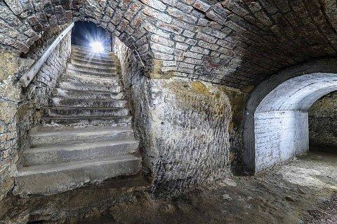 Plzenske-historicke-podzemi-za-svitu-baterek-1-